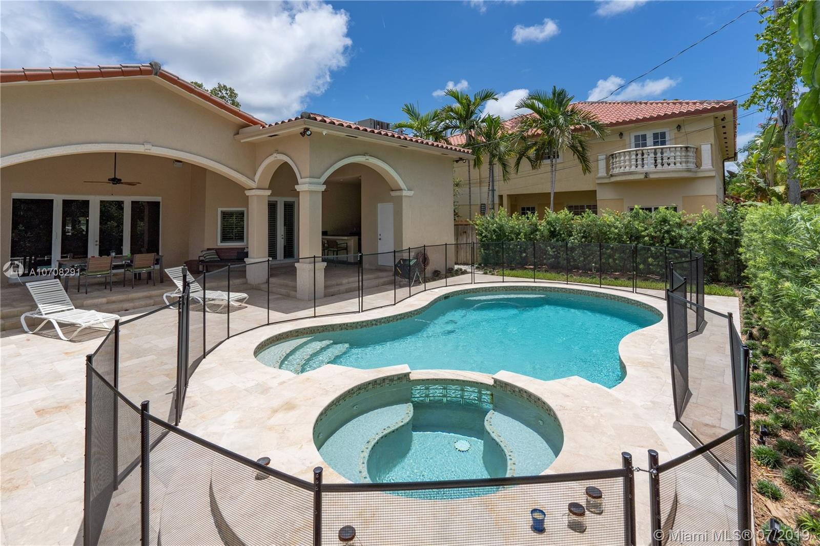 718 SW 26TH ROAD  For Sale A10708291, FL