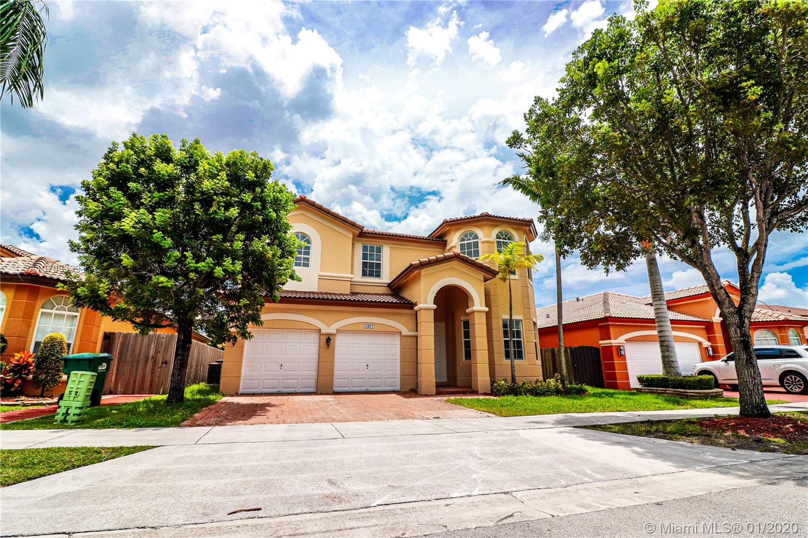 8467 NW 110 Pl  For Sale A10708339, FL