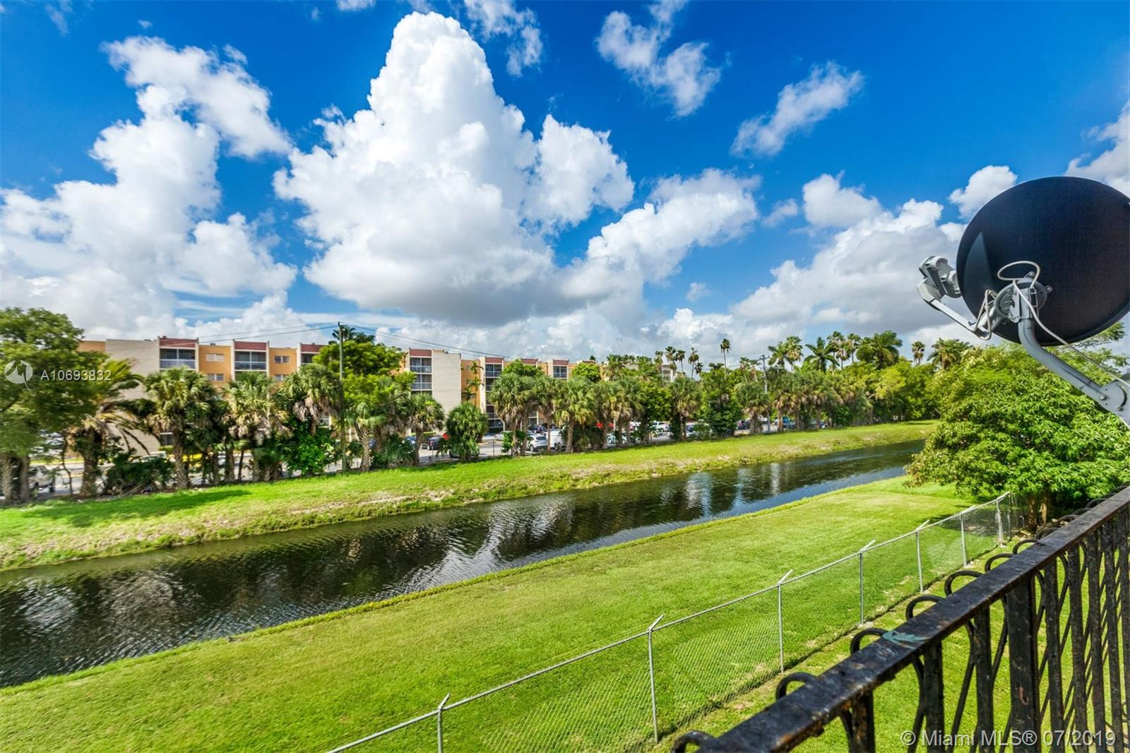 1300 W 53rd St #32 For Sale A10693832, FL