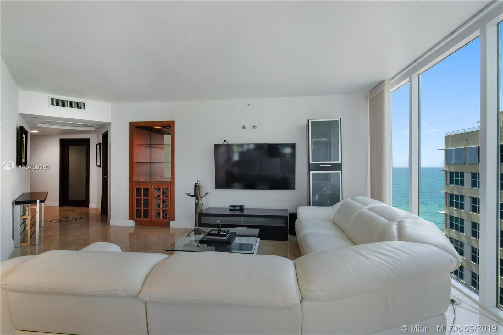 4775  Collins Ave   1605