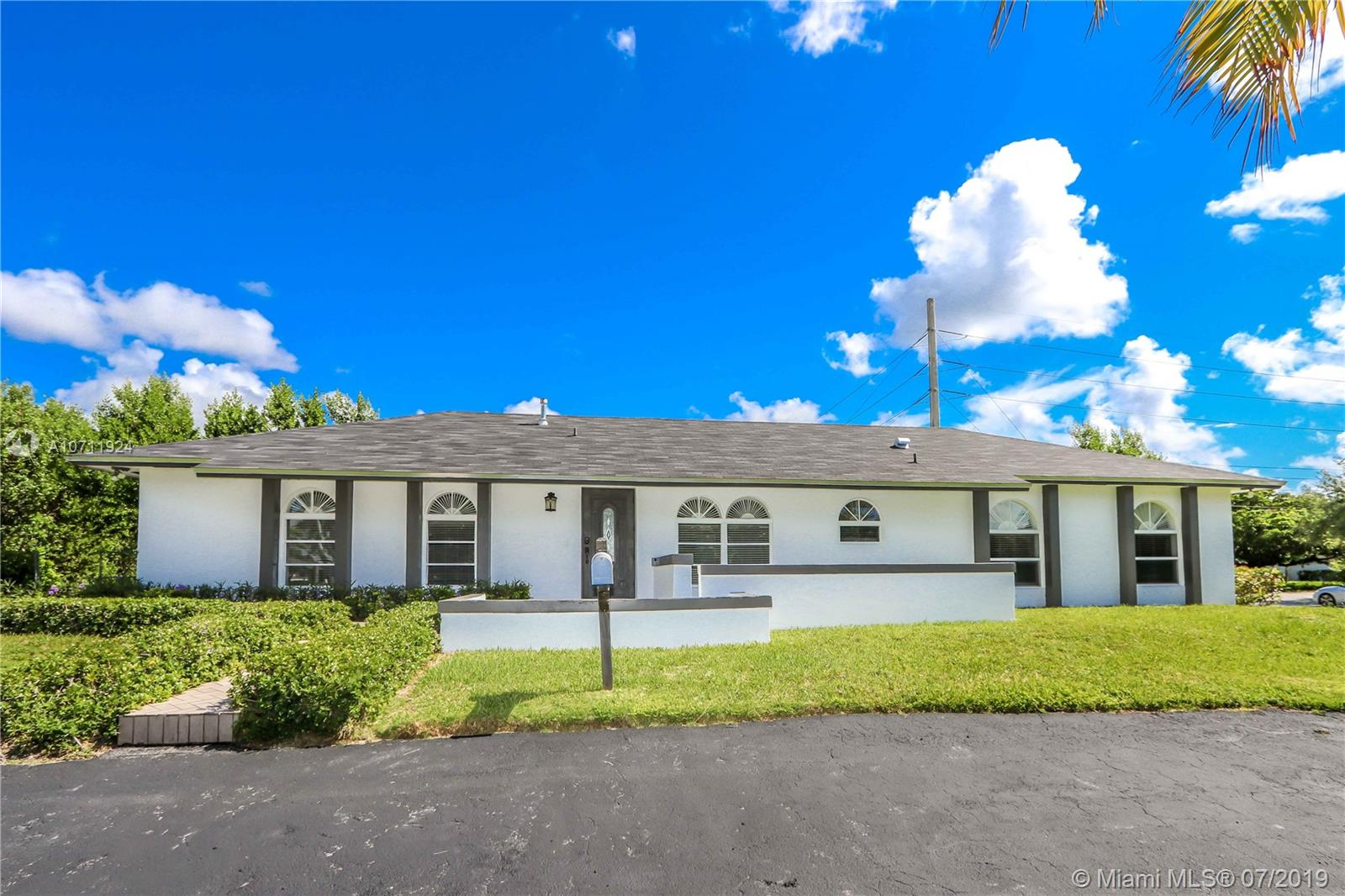 8705 SW 178th Ter  For Sale A10711924, FL