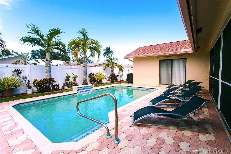 215 SE 8th St, Dania Beach, FL 33004