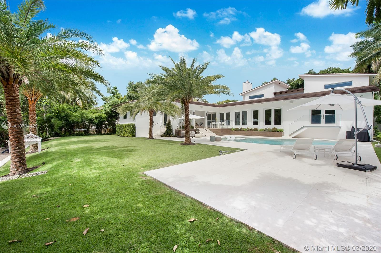 7233  Los Pinos Blvd  For Sale A10704429, FL