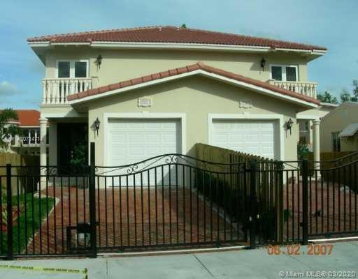 Coconut Grove Townhouse 3 Bedrooms 2 1/2 bath. Updated Kitchen with stainless steel appliances and granite counter tops. One car garage and electronic gate for security. Outdoor patio. Great location!!!