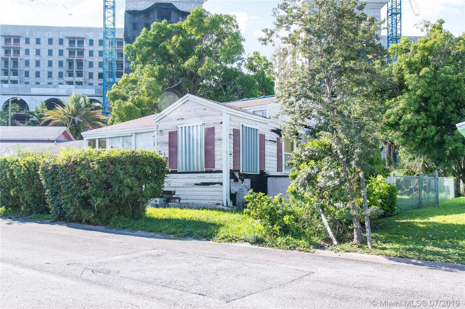 217  Florida Ave  For Sale A10711081, FL