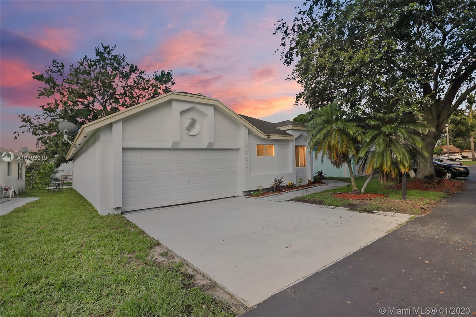 1363 W Glen Oak Rd, North Lauderdale, FL 33068