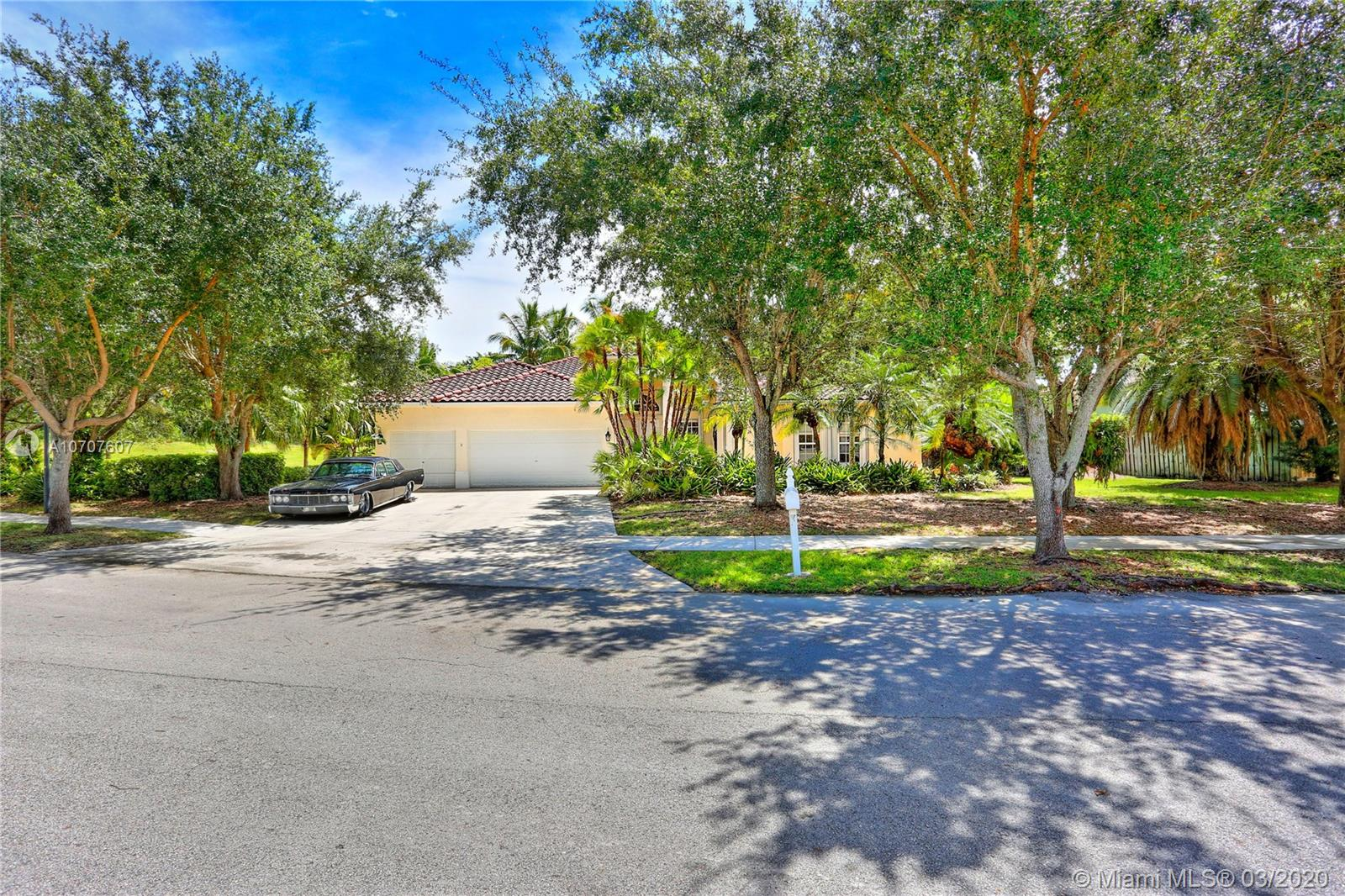 2505  Fairways Dr  For Sale A10707607, FL