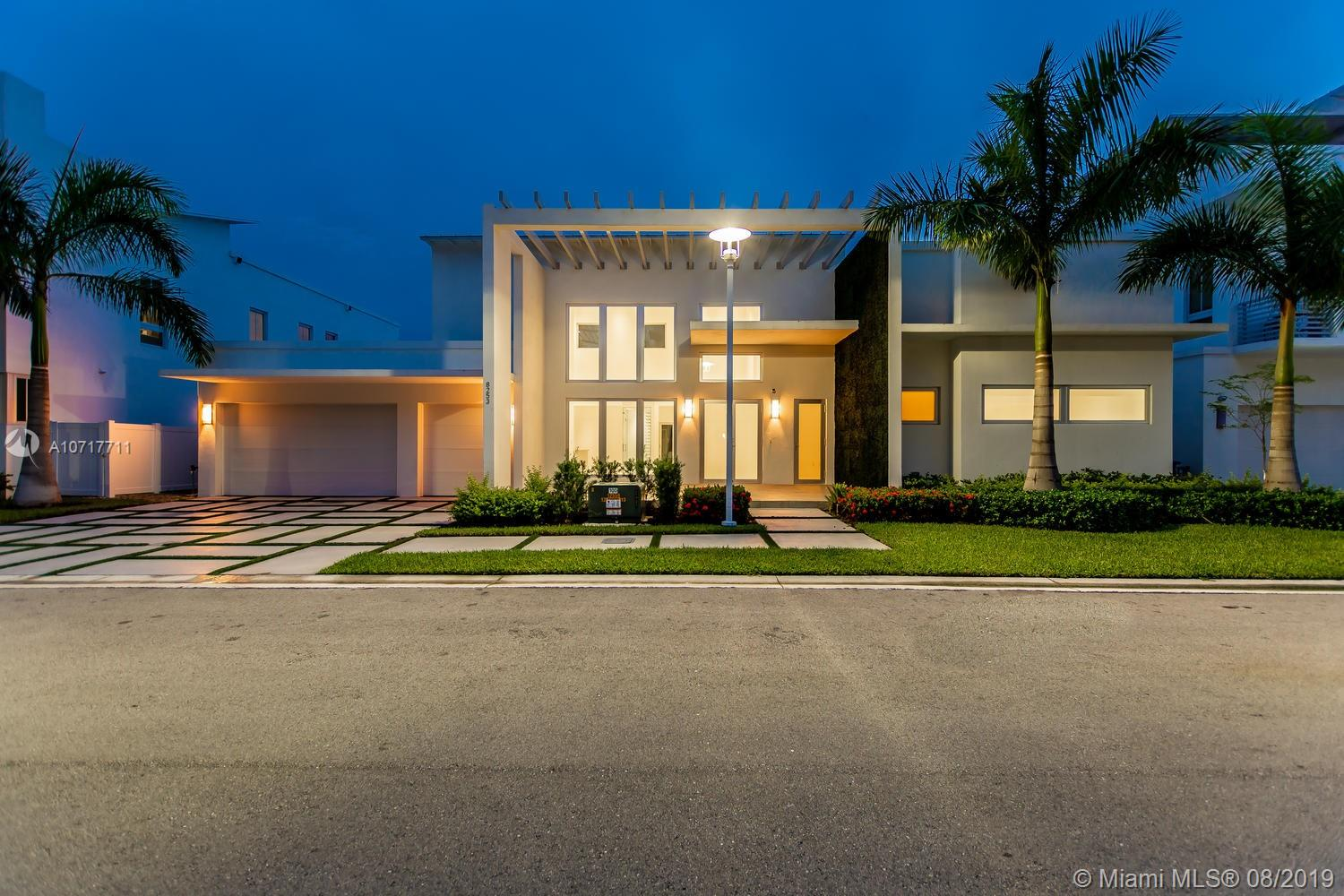 8253 NW 33rd Ter  For Sale A10717711, FL