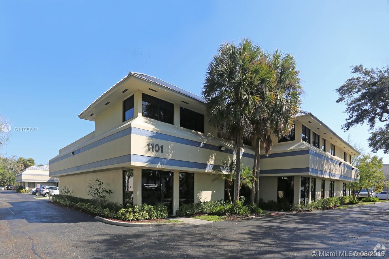1101 S Rogers Circle 16, Boca Raton, FL 33487
