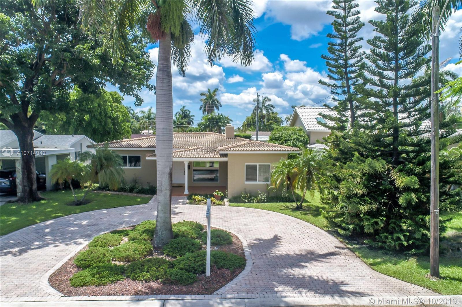 1118  Lincoln St  For Sale A10714942, FL