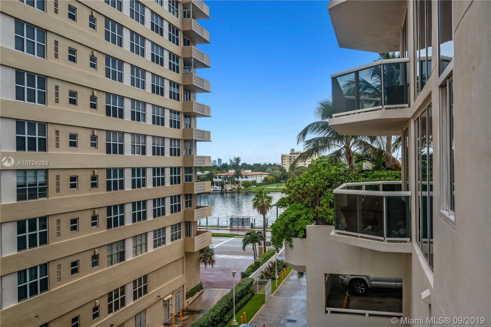 4775  Collins Ave   504