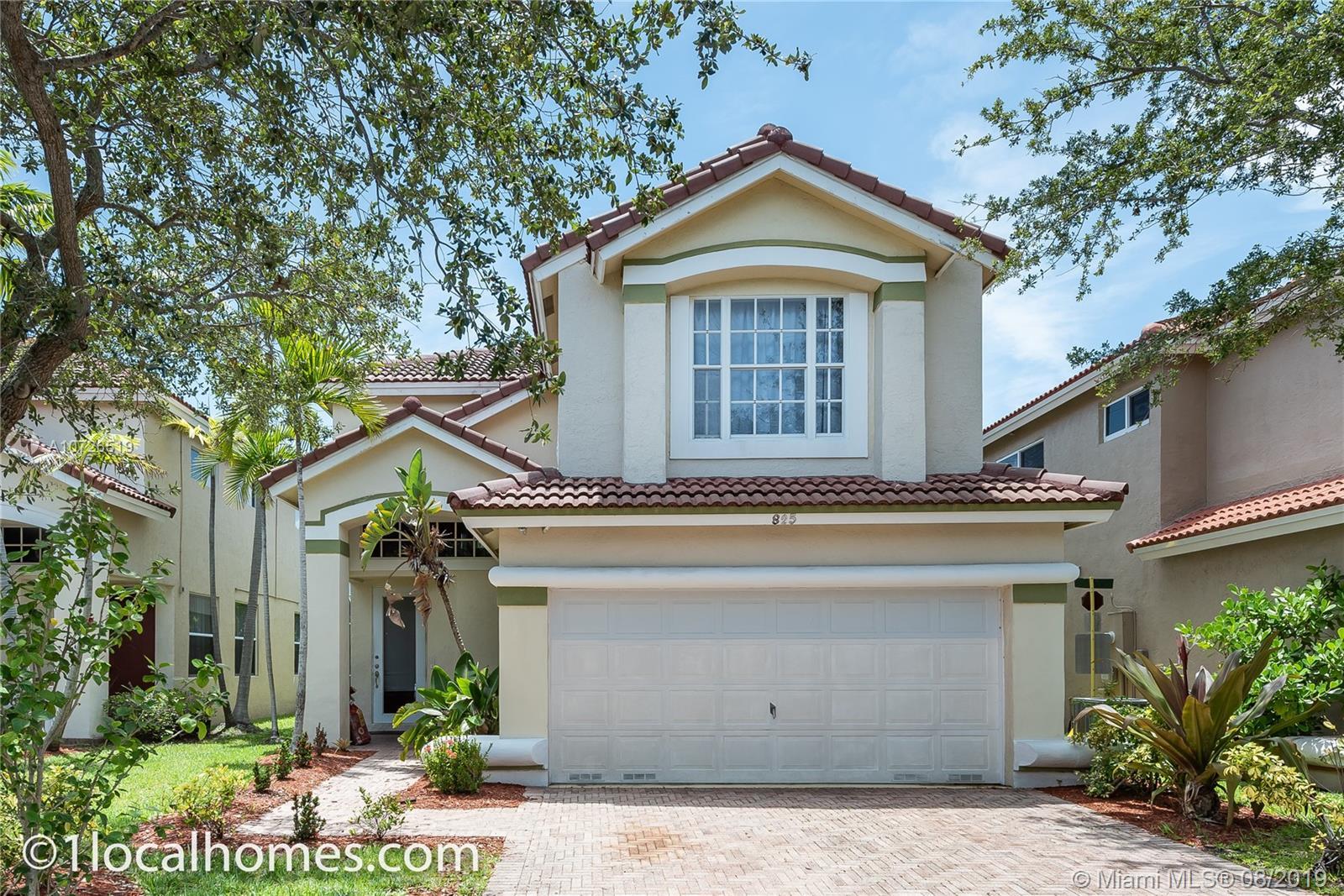 825 Natures Cove Rd, Dania Beach, FL 33004