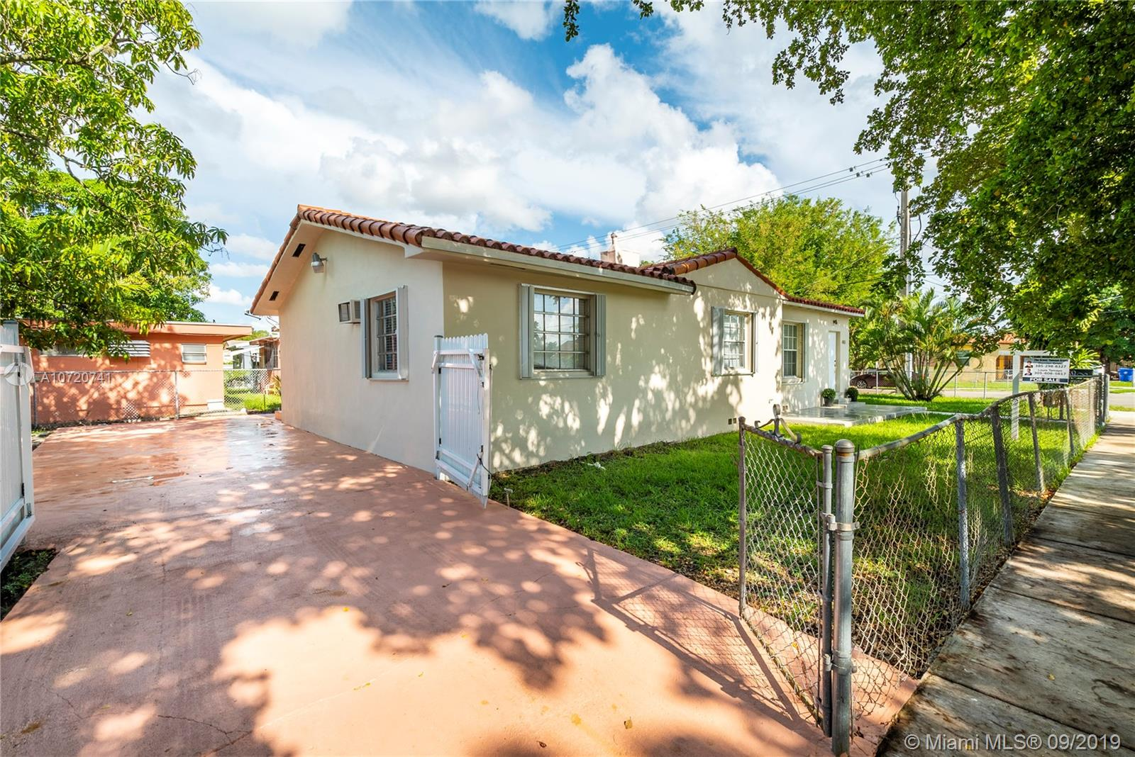 400 SW 30th Ave  For Sale A10720741, FL