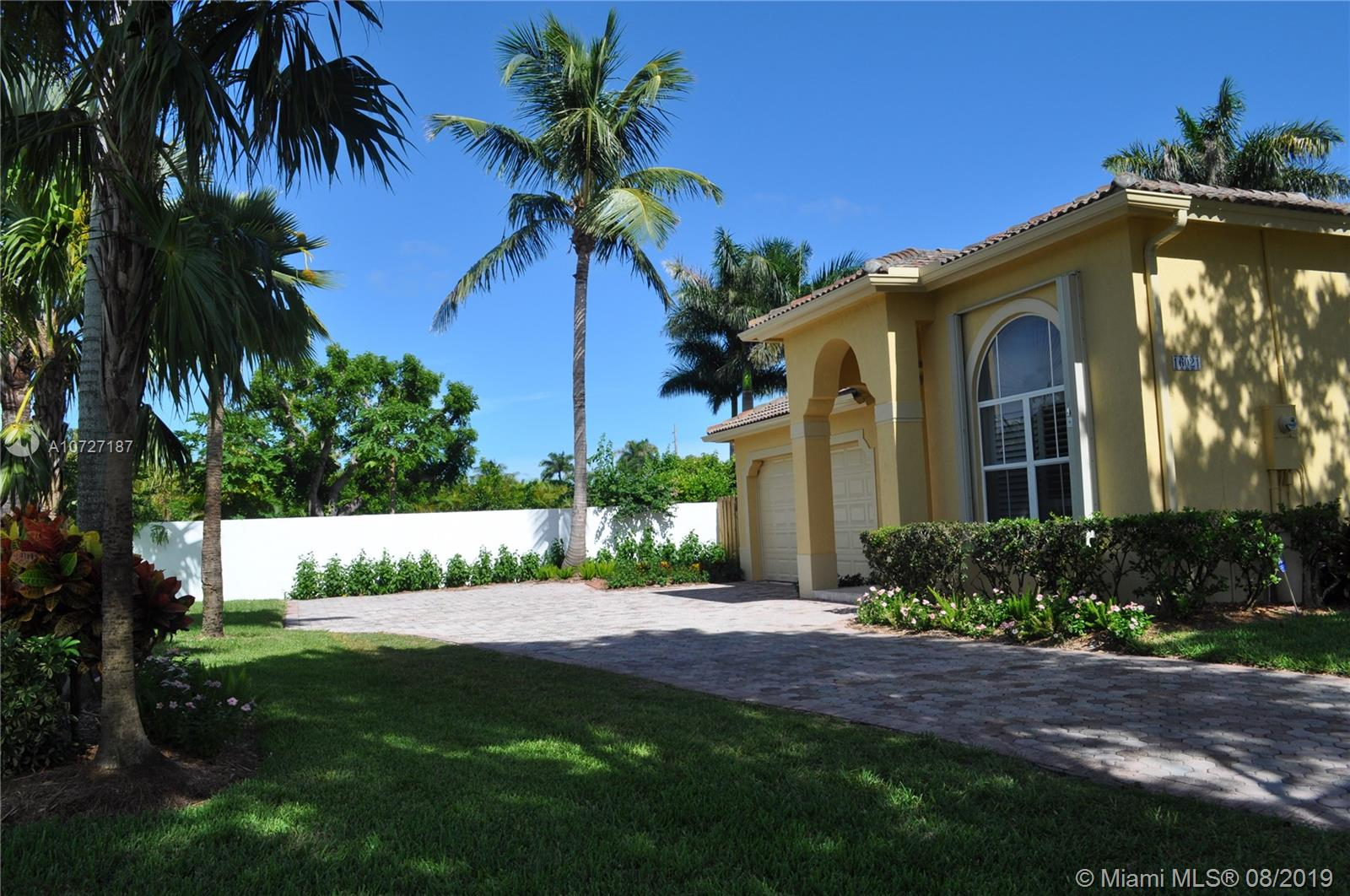 16021 SW 90th Ct  For Sale A10727187, FL