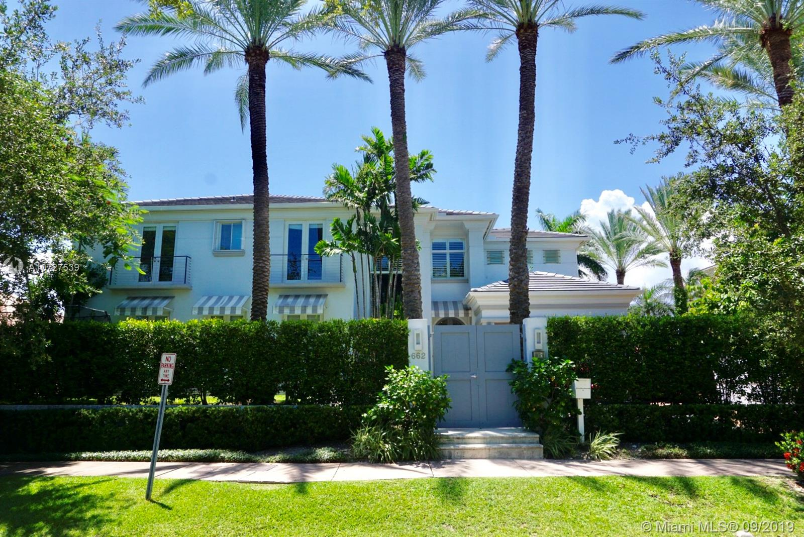 662  Woodcrest Rd  For Sale A10727539, FL