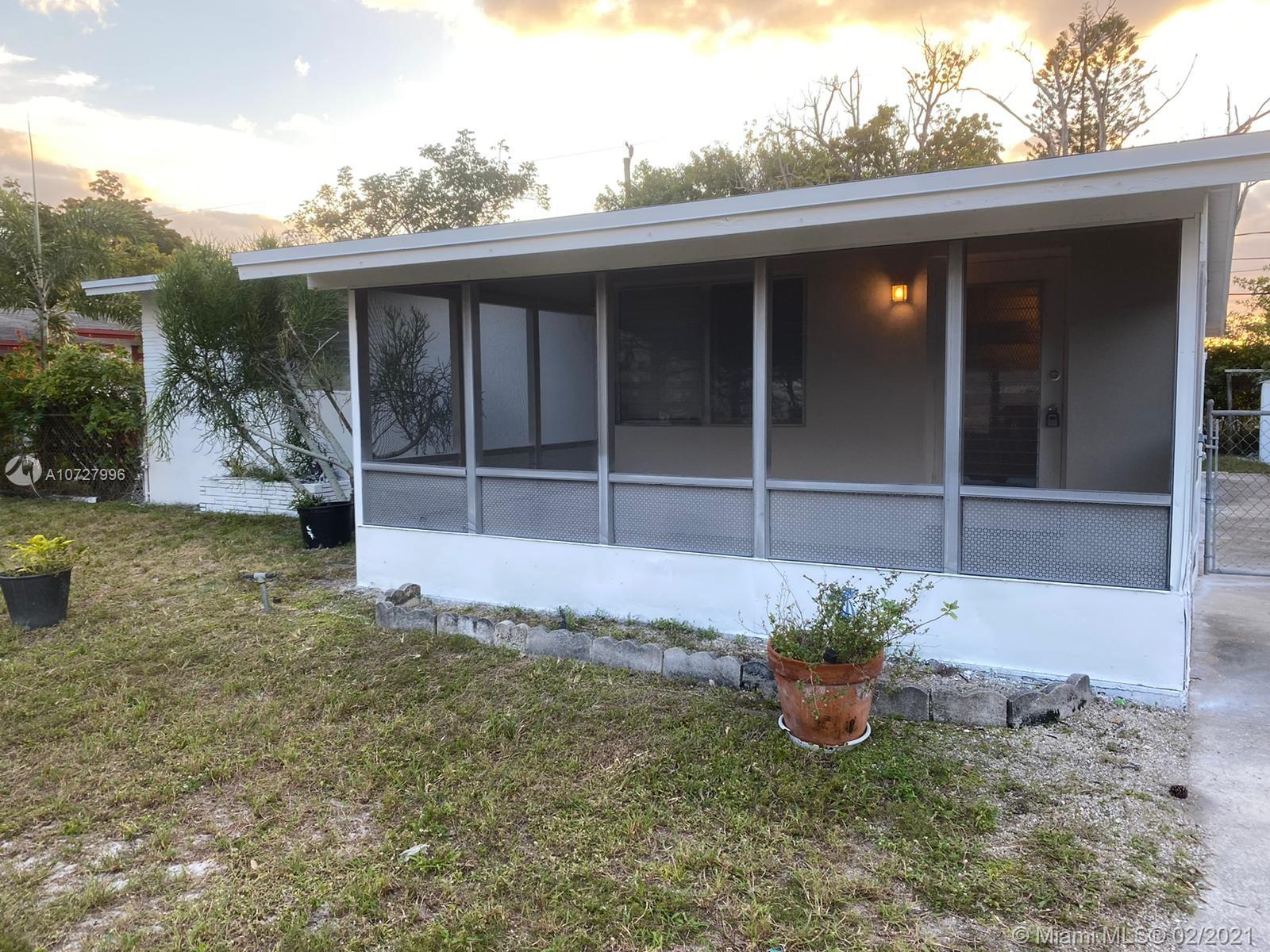 401 SW 25th Ter  For Sale A10727996, FL