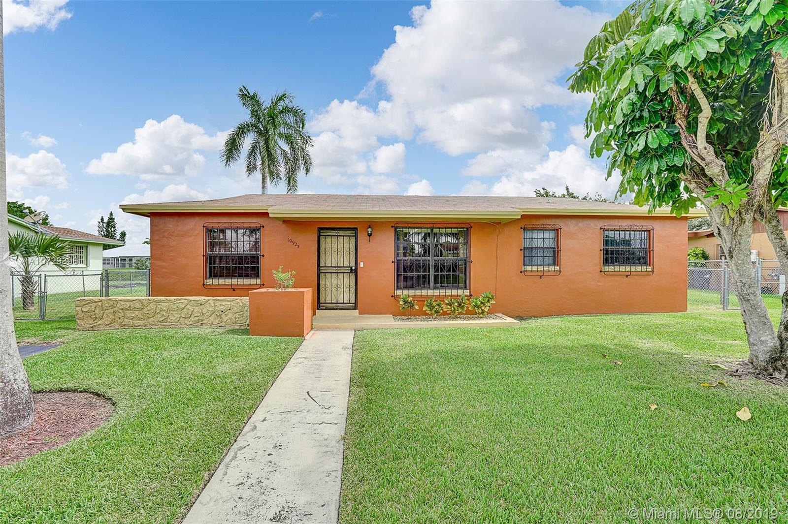 10925 SW 141st Ln  For Sale A10729396, FL