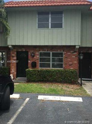 WILTON MANORS TOWNHOUSE IN MANOR GROVE VILLAGE. NEW A/C UNIT!! HOME NEEDS SOME LOVING CARE