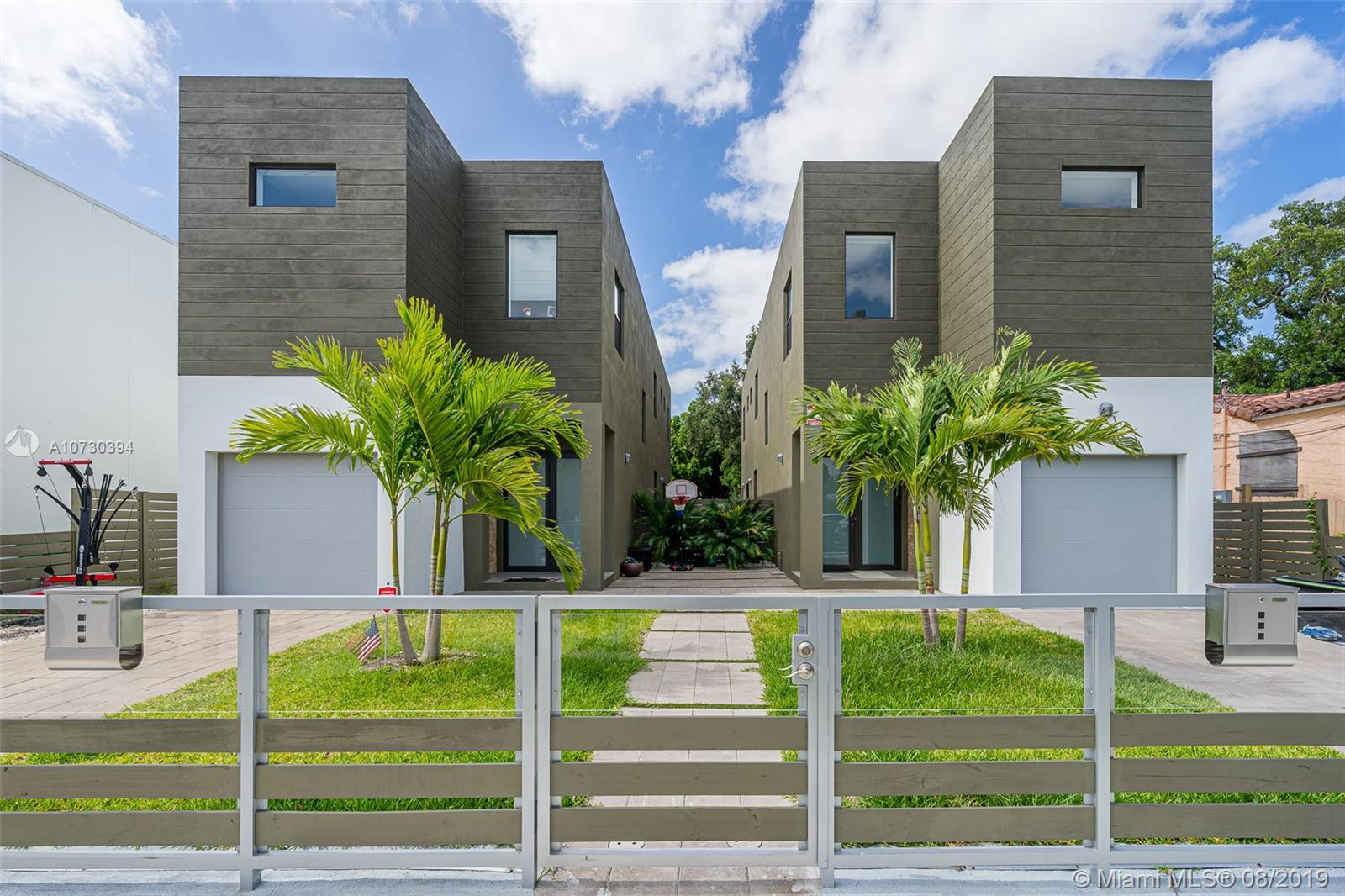 2944 SW 27th Ter  For Sale A10730394, FL