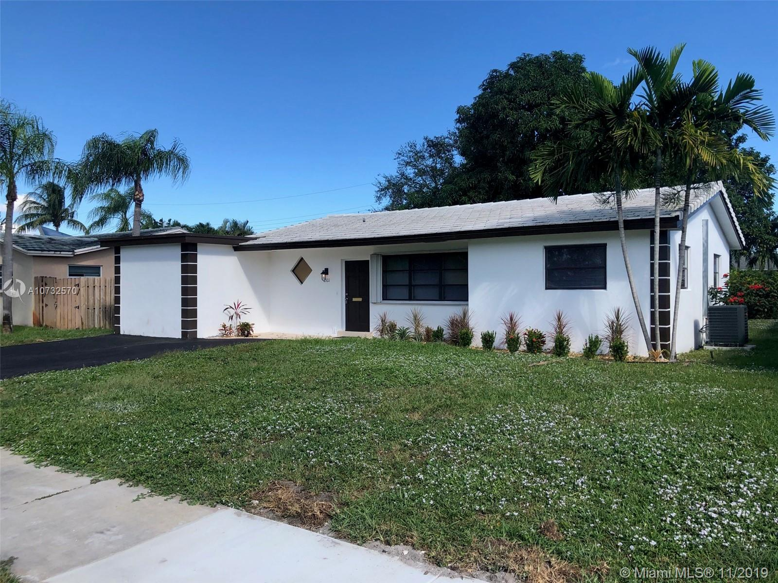 2101 N 32nd Ct  For Sale A10732570, FL