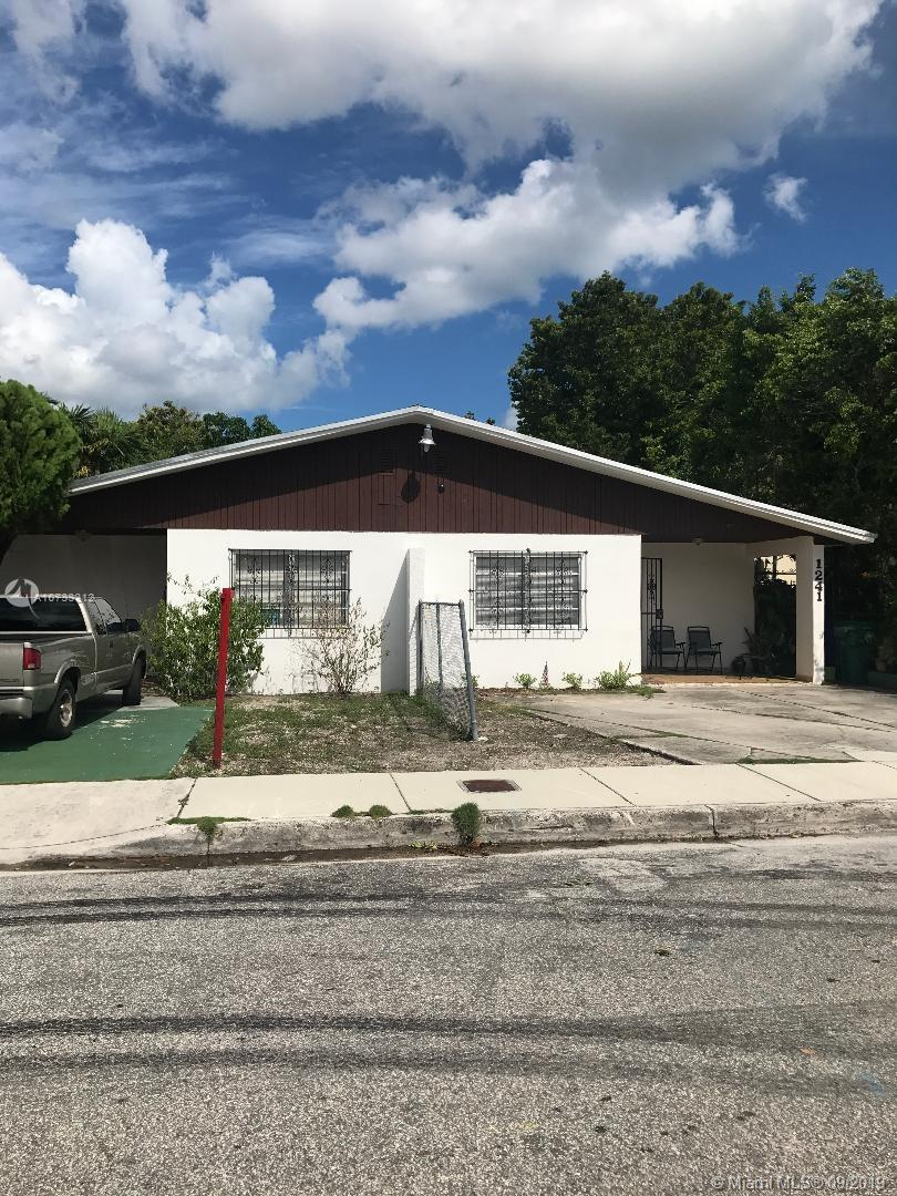 1239 SW 12th Ct  For Sale A10733312, FL