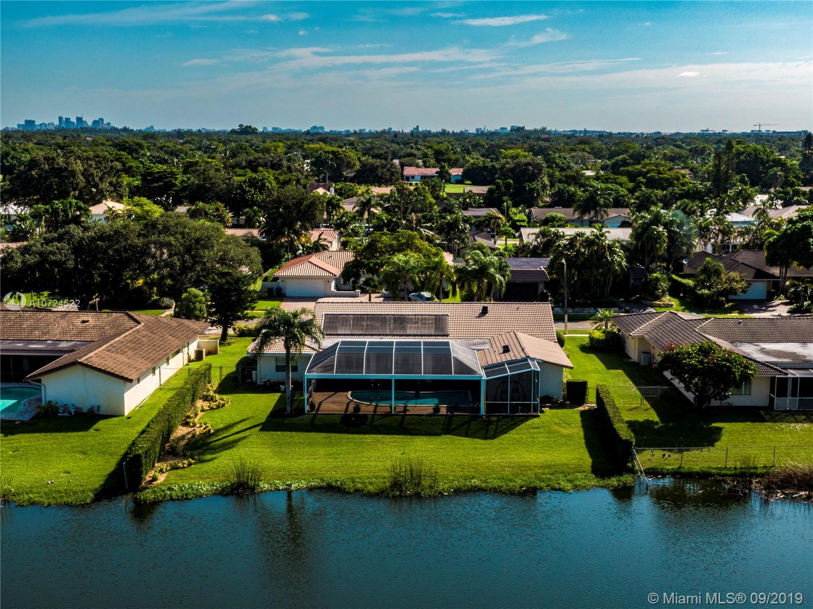 3640 N 55th Ave  For Sale A10724522, FL