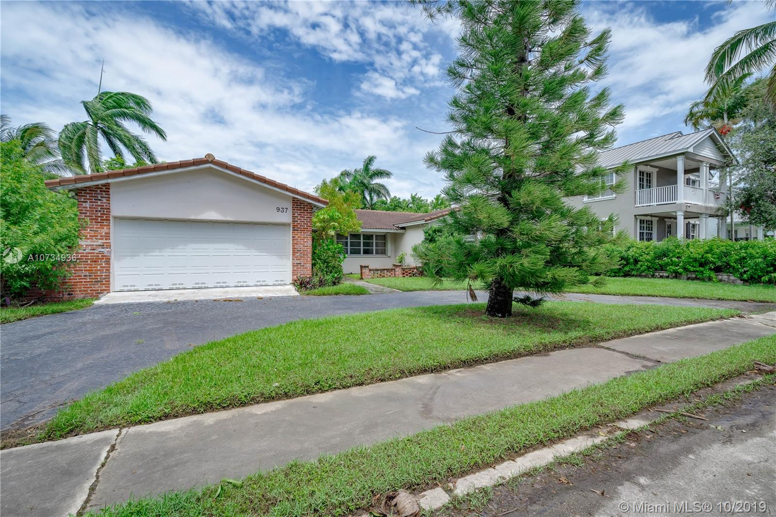 937  Adams St  For Sale A10734936, FL