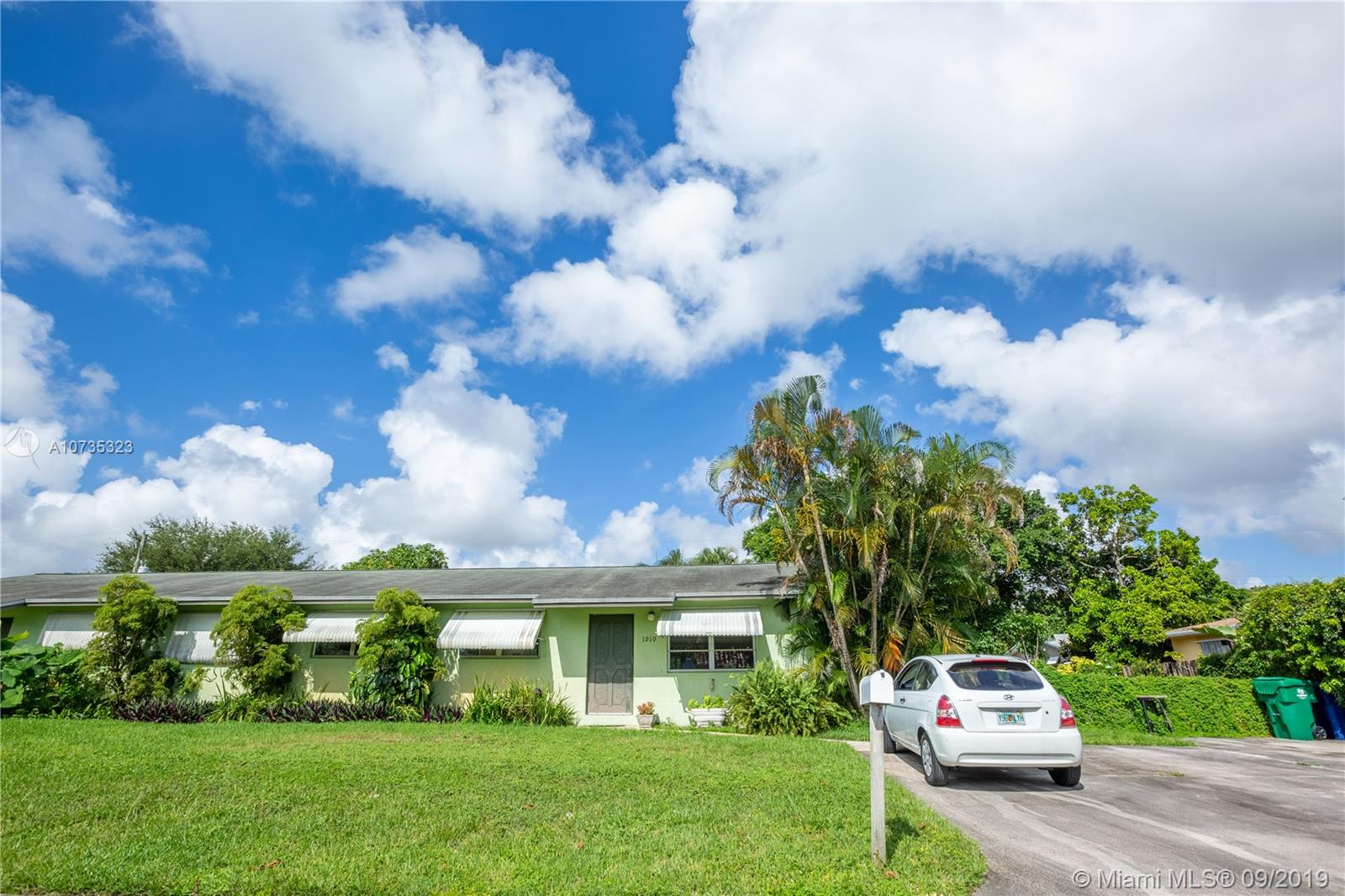 1910 SW 97th Ter  For Sale A10735323, FL