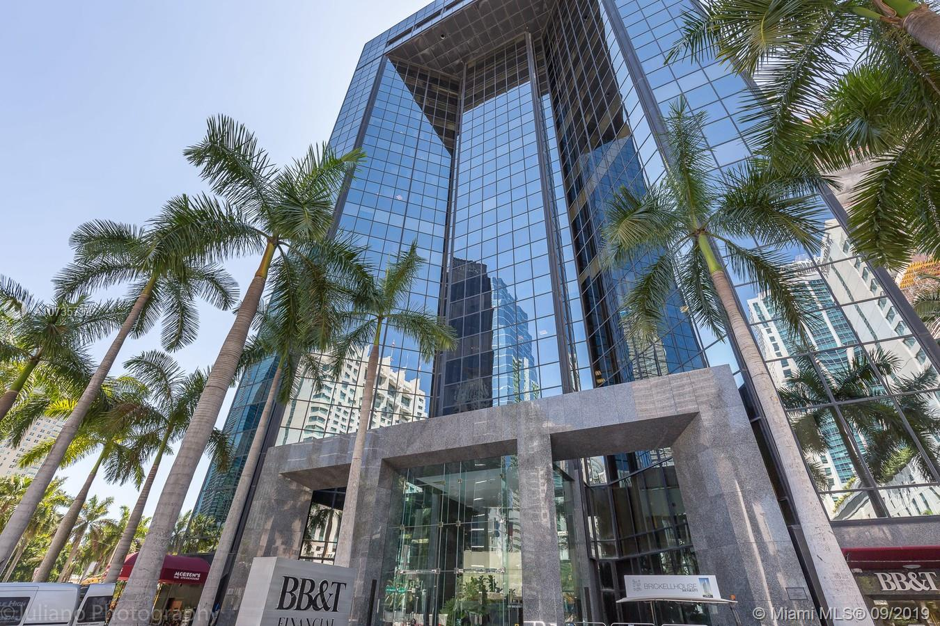 """GREAT OPORTUNITY"" OWNED THIS LUXURY OFFICE ON THE HEARD OF BRICKELL 1683 SF OF REALLY NICE PROFESSIONAL LOOKING PLACE ON THIS MODERN BUILDING IN ONE OF THE MOST DESIRED AREAS ON BRICKELL TENANT OCCUPIED PLEASE CALL LISTING AGENT"