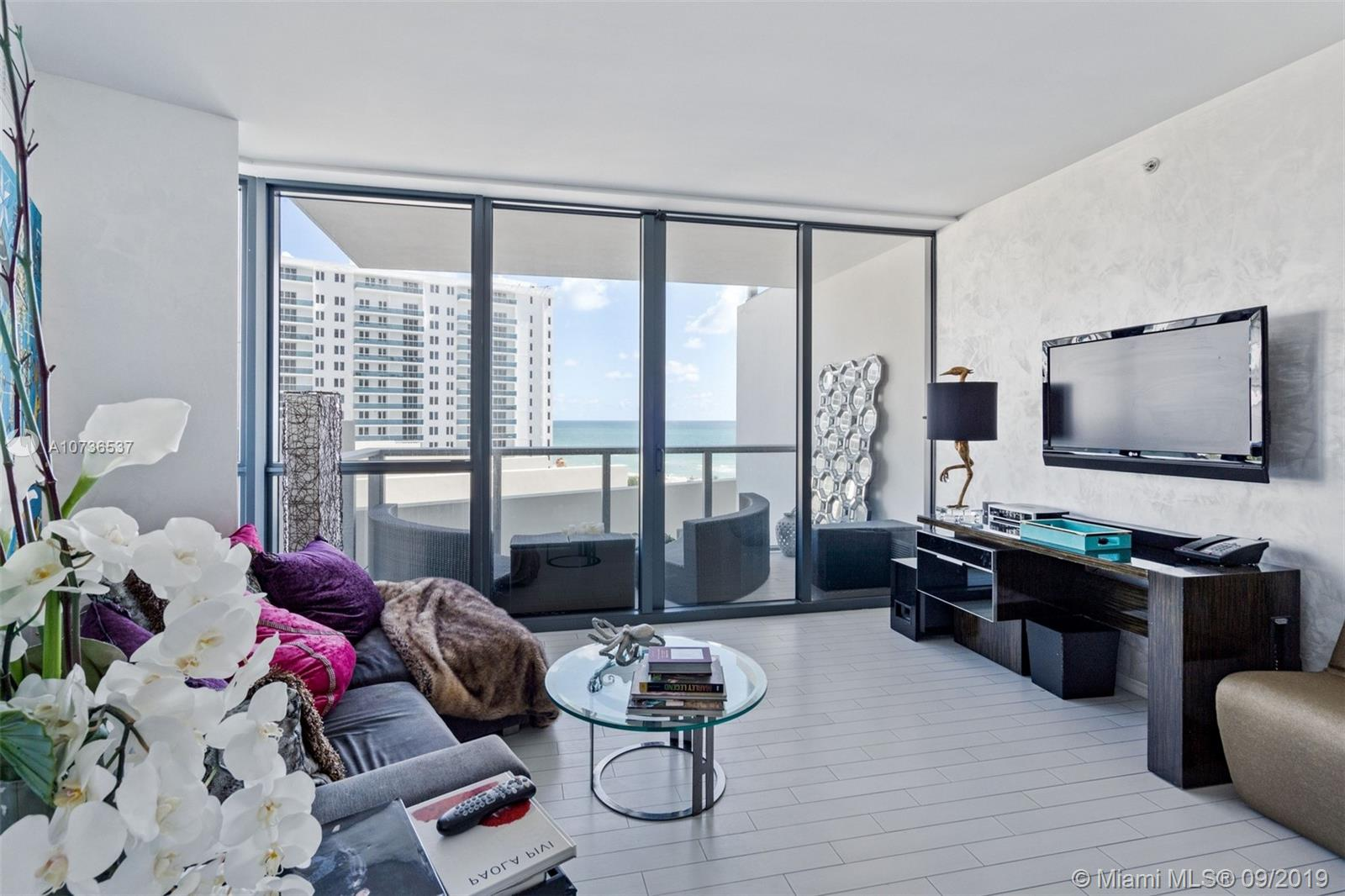2201  Collins Ave   811