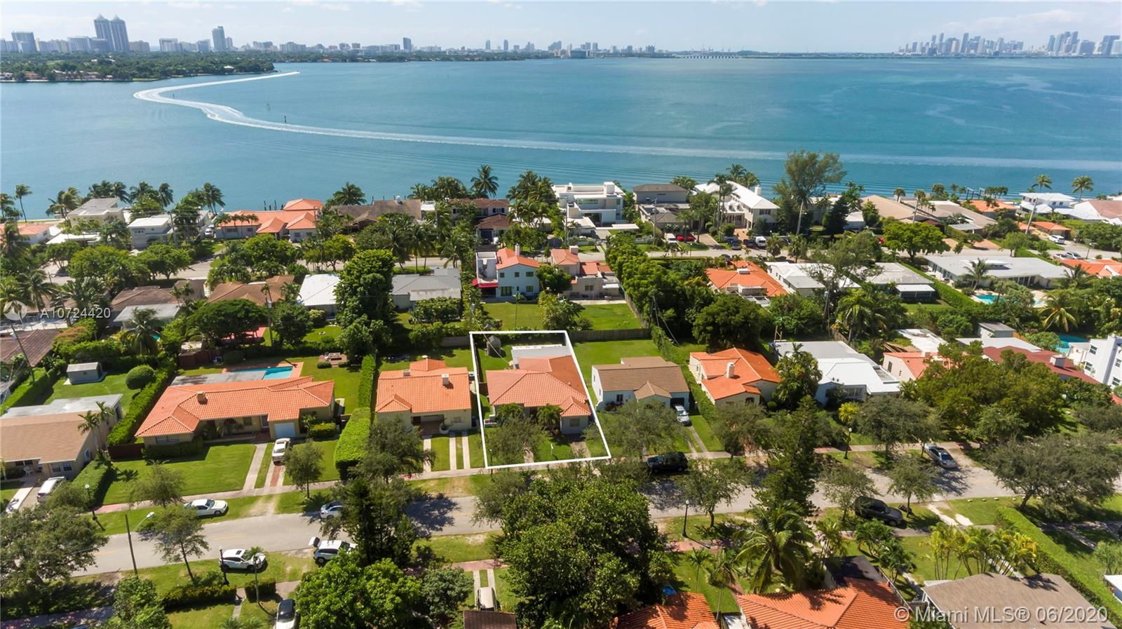 1754  Biarritz Dr  For Sale A10724420, FL