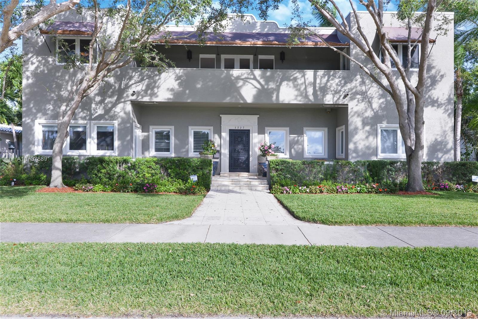 1227  Jackson St  For Sale A10737689, FL