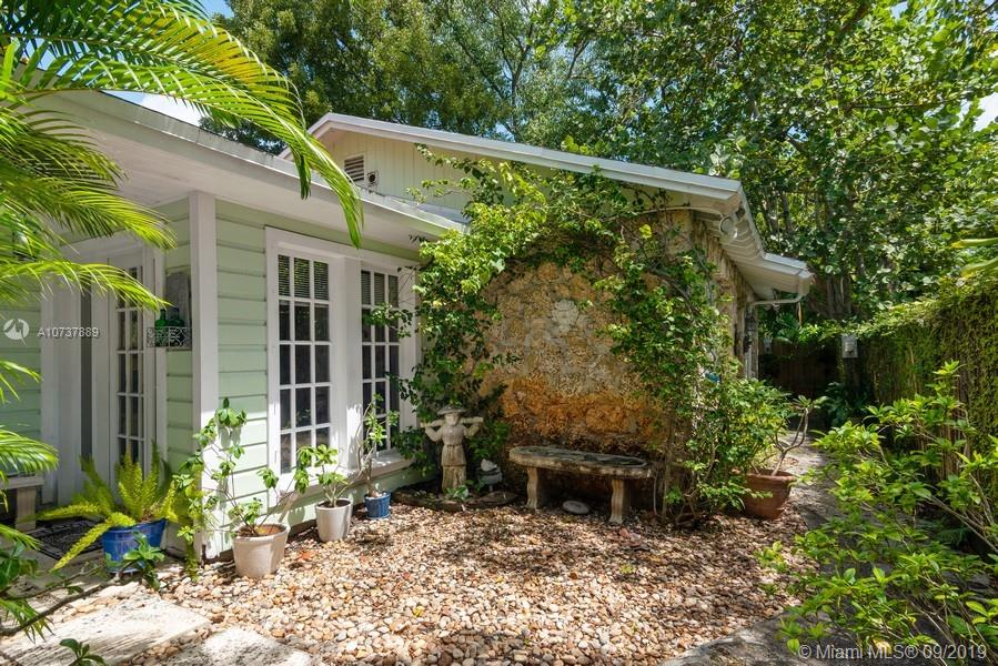 3853 SW 29 St  For Sale A10737889, FL