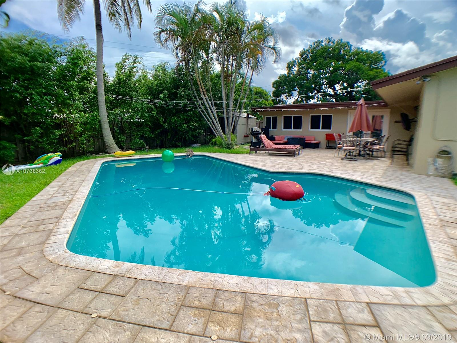 1701 N 46th Ave  For Sale A10738362, FL