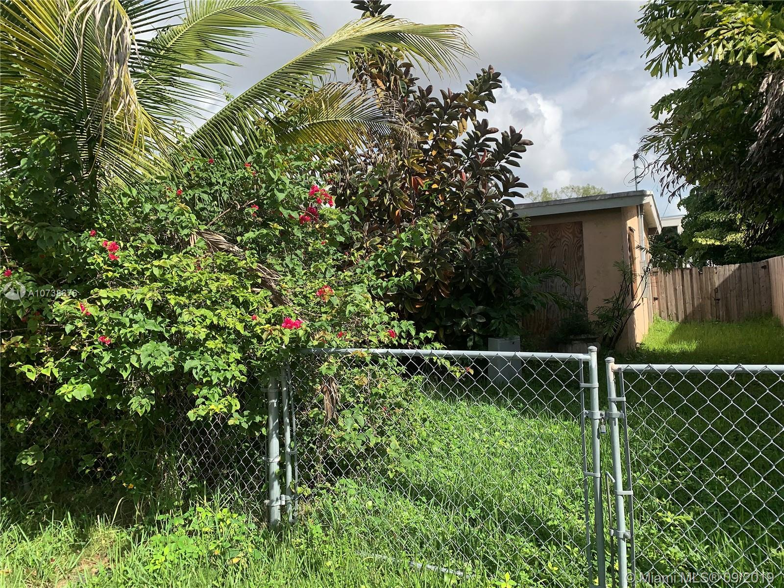 6531 S W 33rd St  For Sale A10738676, FL