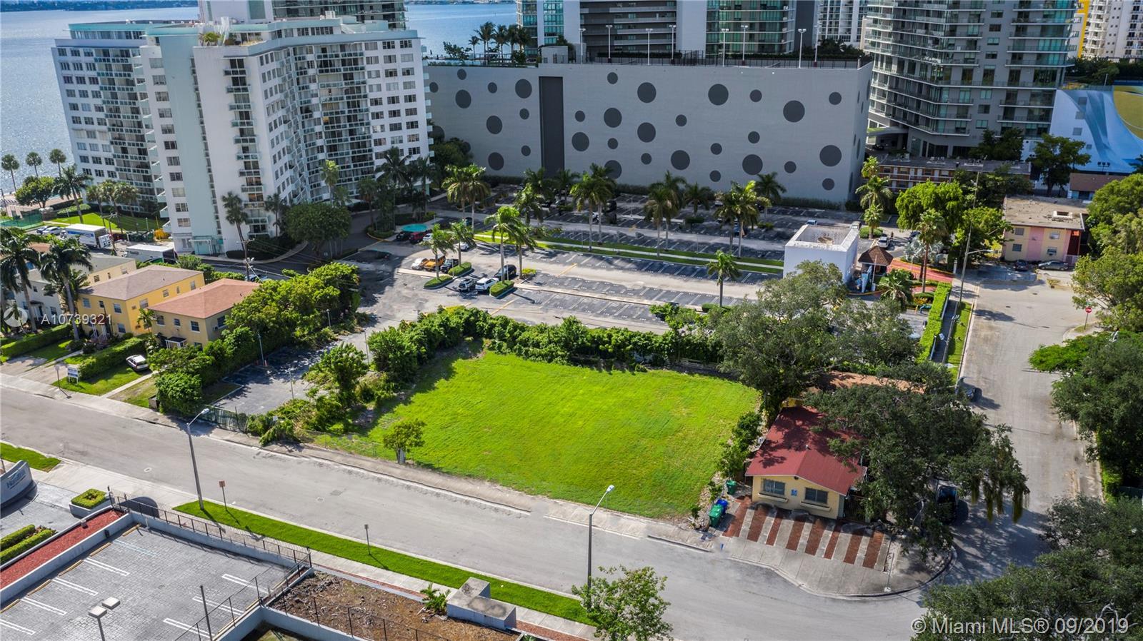 522 NE 34th Street, Miami, FL 33137