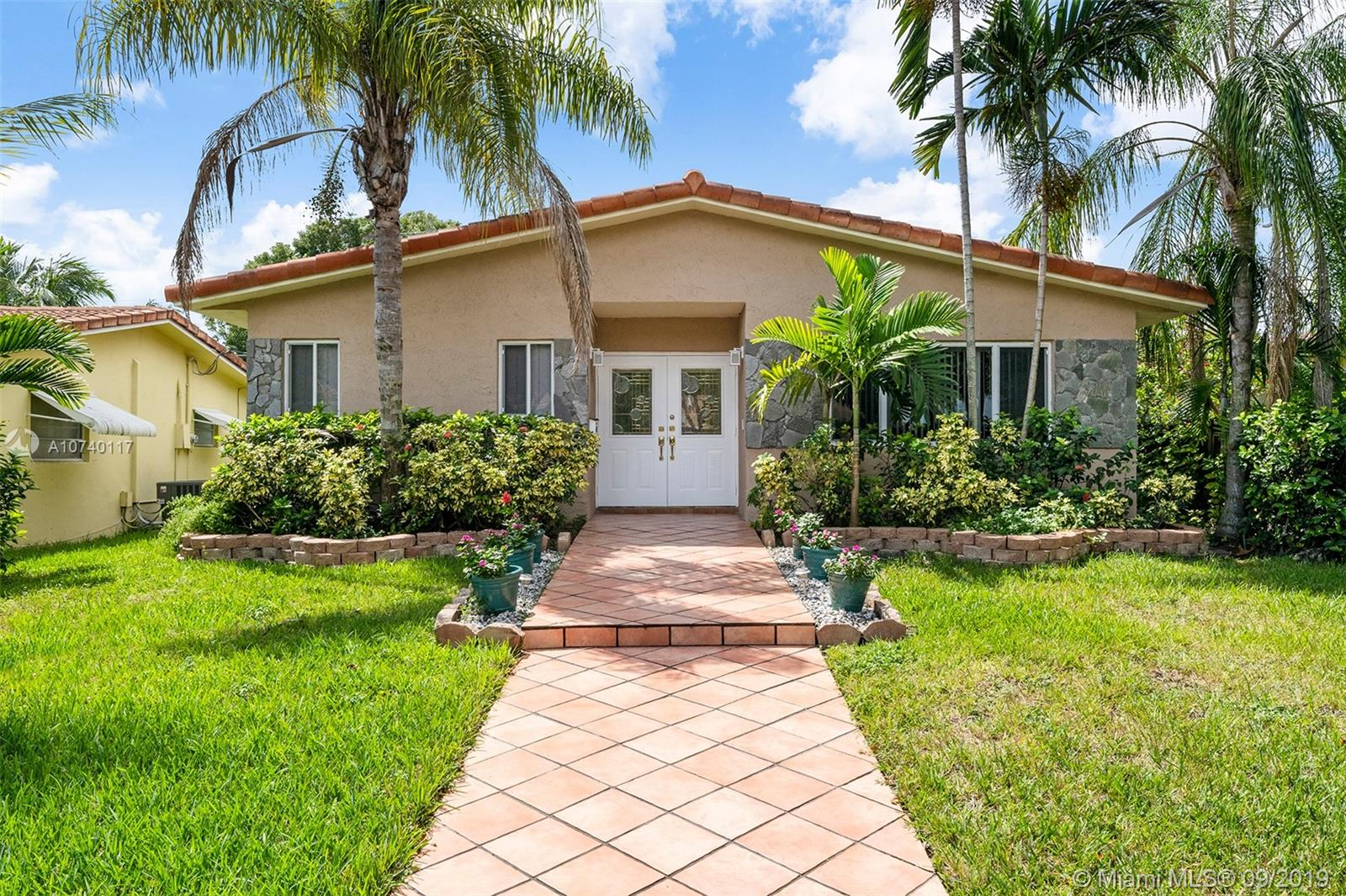 1118  Johnson St  For Sale A10740117, FL