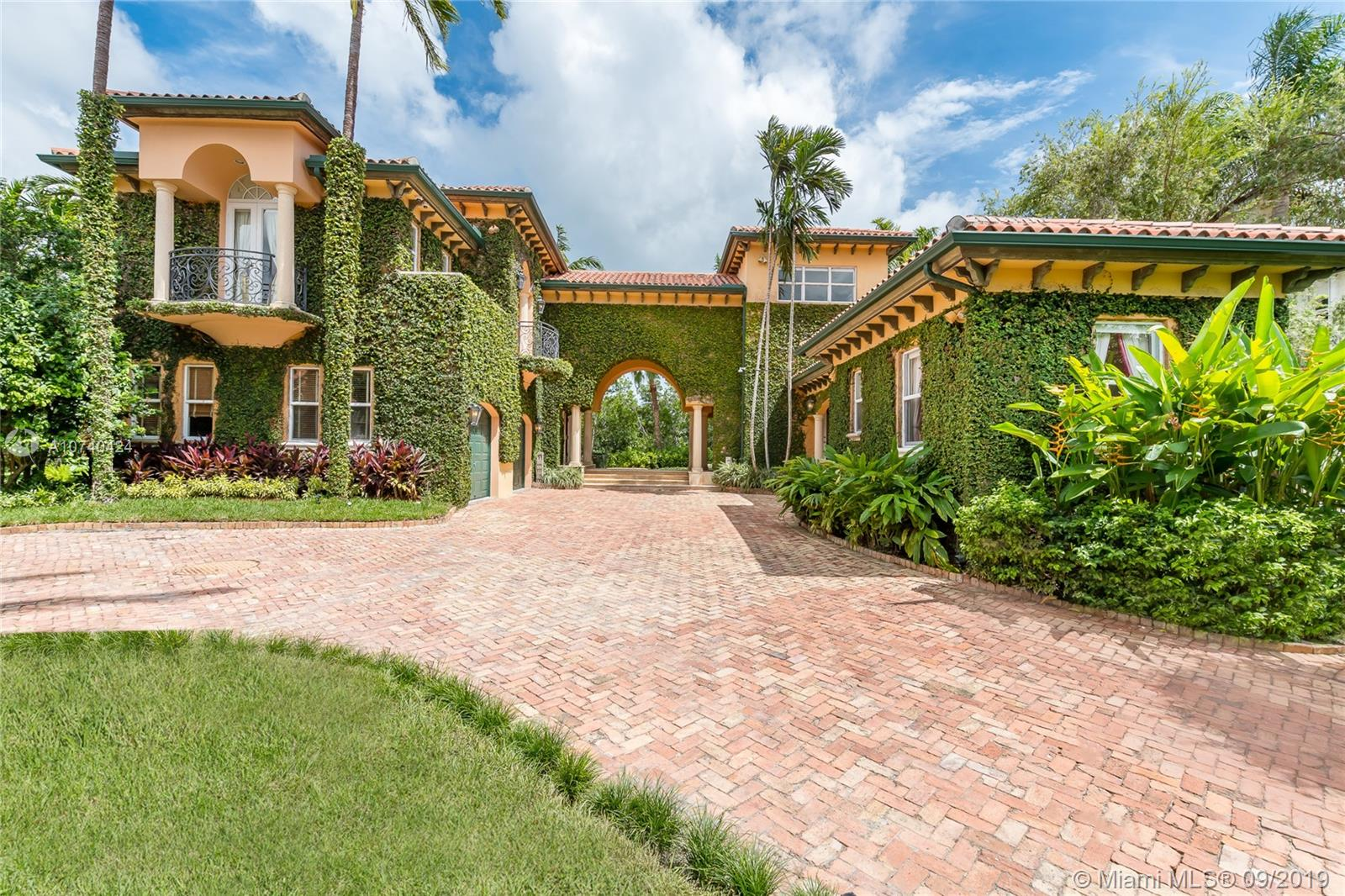 104  Paloma Dr  For Sale A10740424, FL