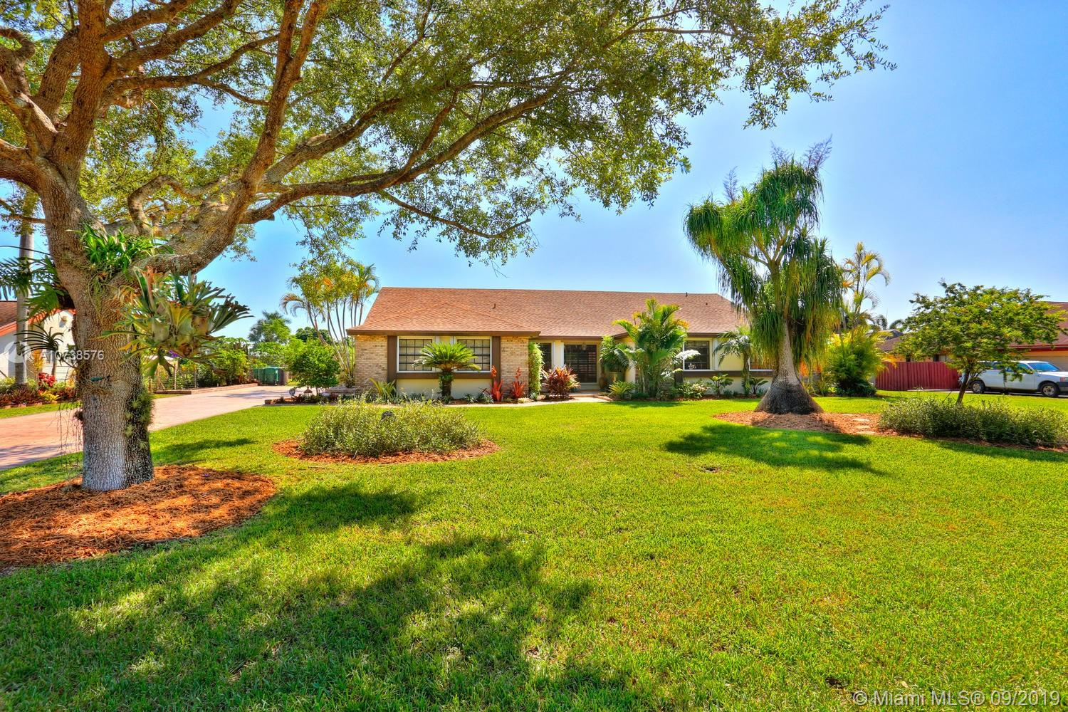 27105 SW 155th Ave  For Sale A10738576, FL