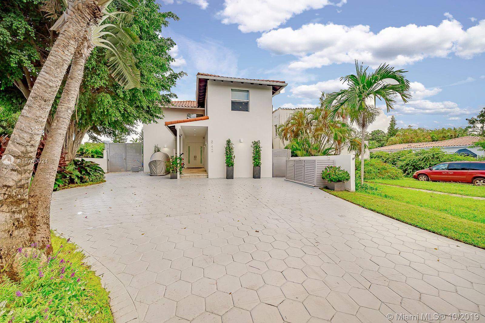 542 W 30th St  For Sale A10740024, FL