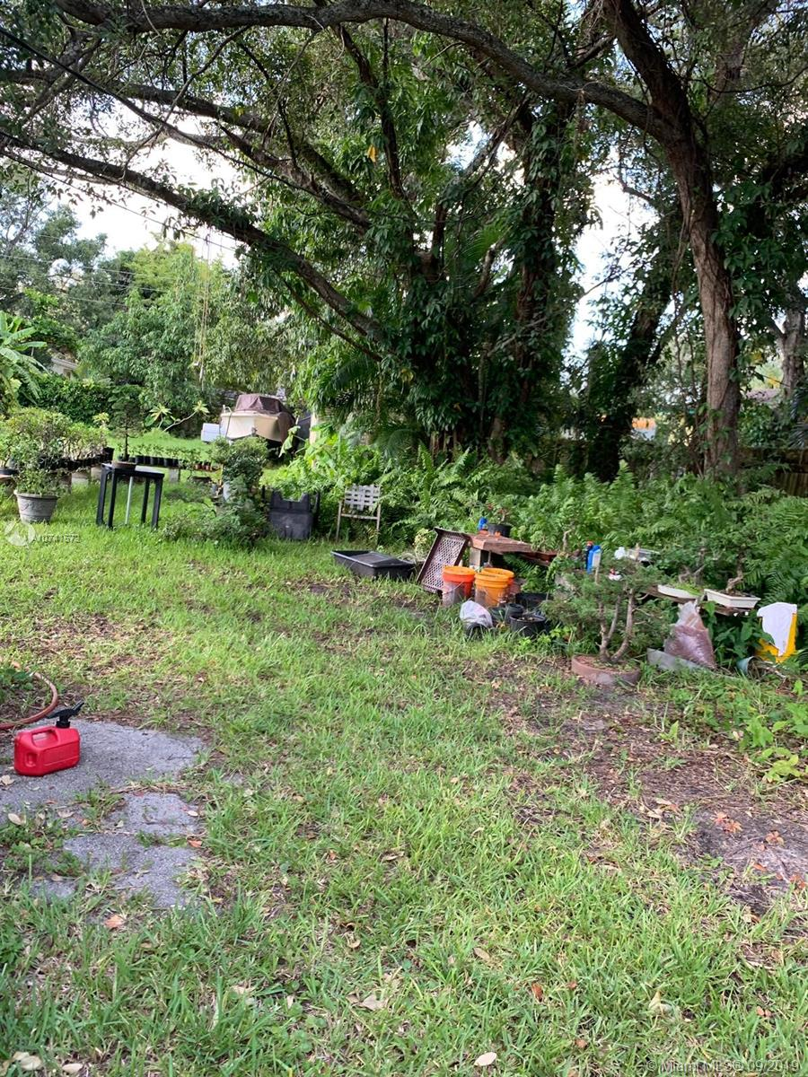 1425 S W 33rd Ct  For Sale A10741572, FL