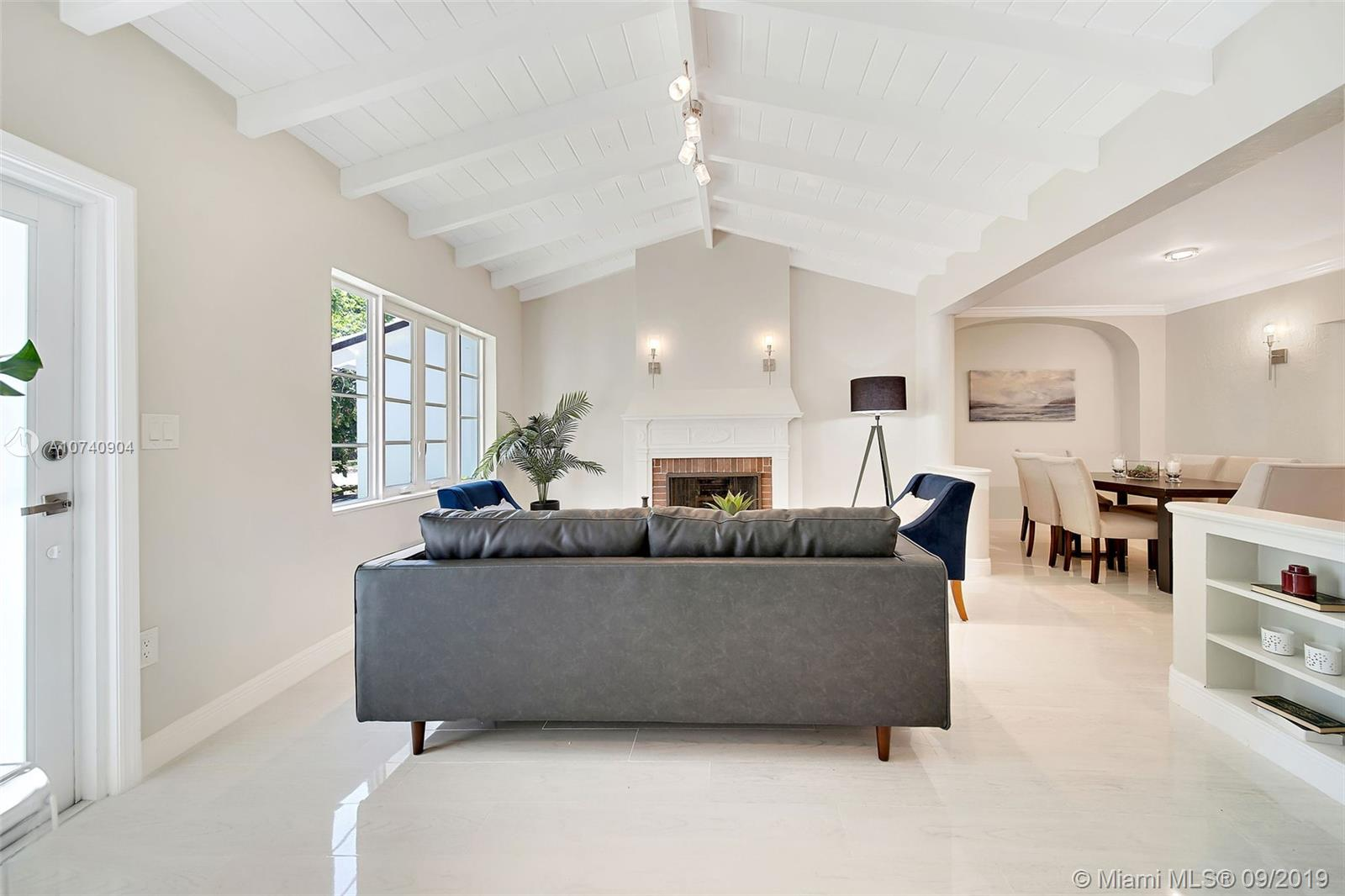 805 NW 7th St Rd  For Sale A10740904, FL