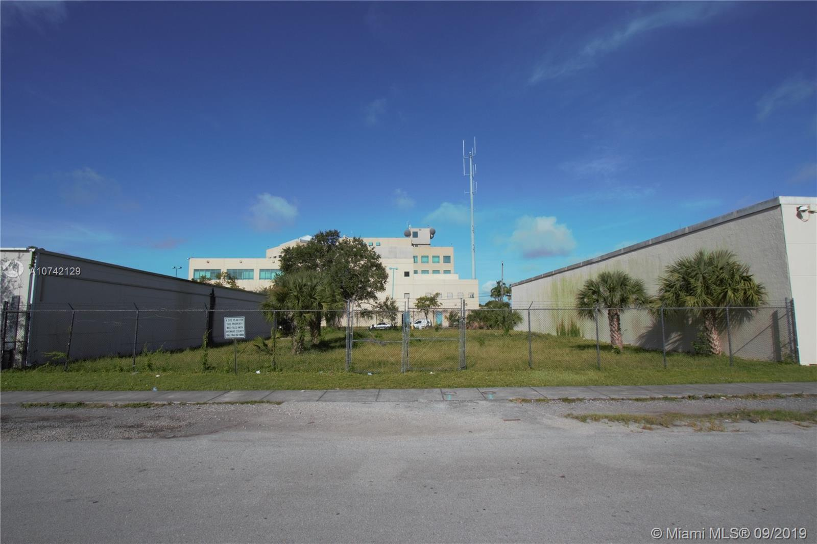 123 NW 25th Terr  For Sale A10742129, FL