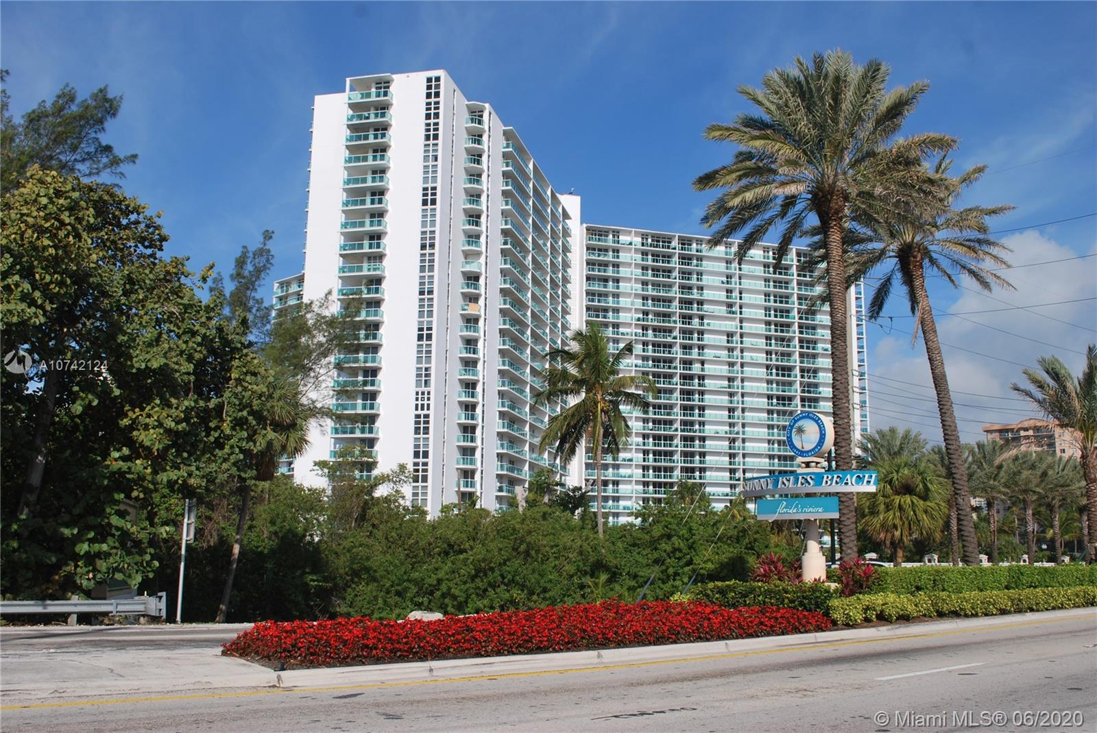 100  Bayview Dr #202 For Sale A10742124, FL