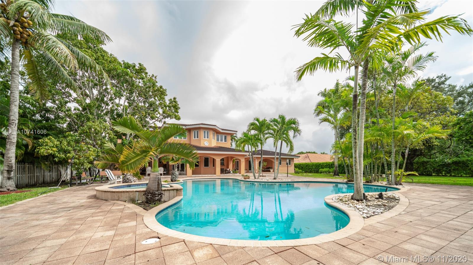 8940 SW 118th St  For Sale A10741606, FL
