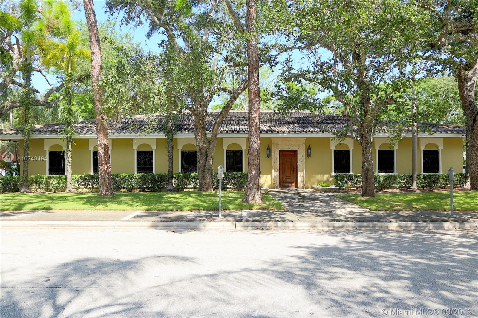 6101 SW 76th St  For Sale A10743494, FL
