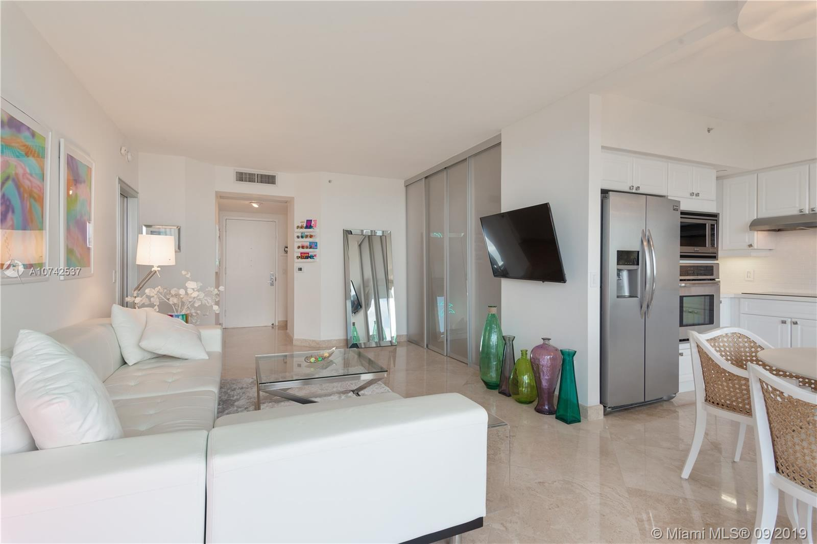 4775  Collins Ave   3706