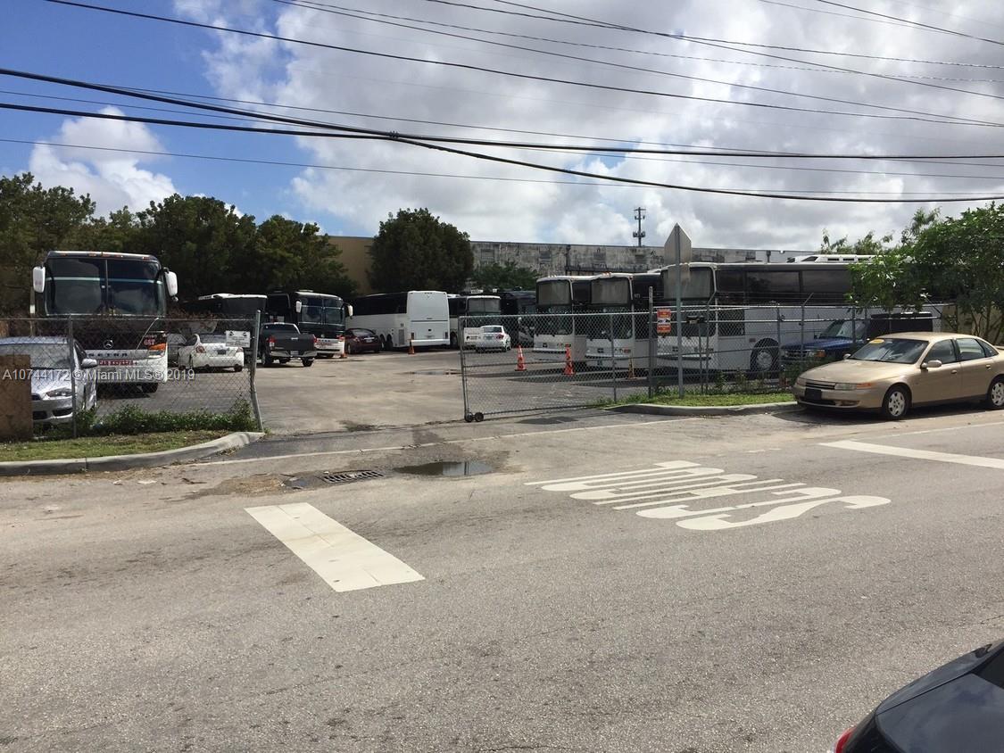 10257 NW 80th Ct, Hialeah Gardens, FL 33016