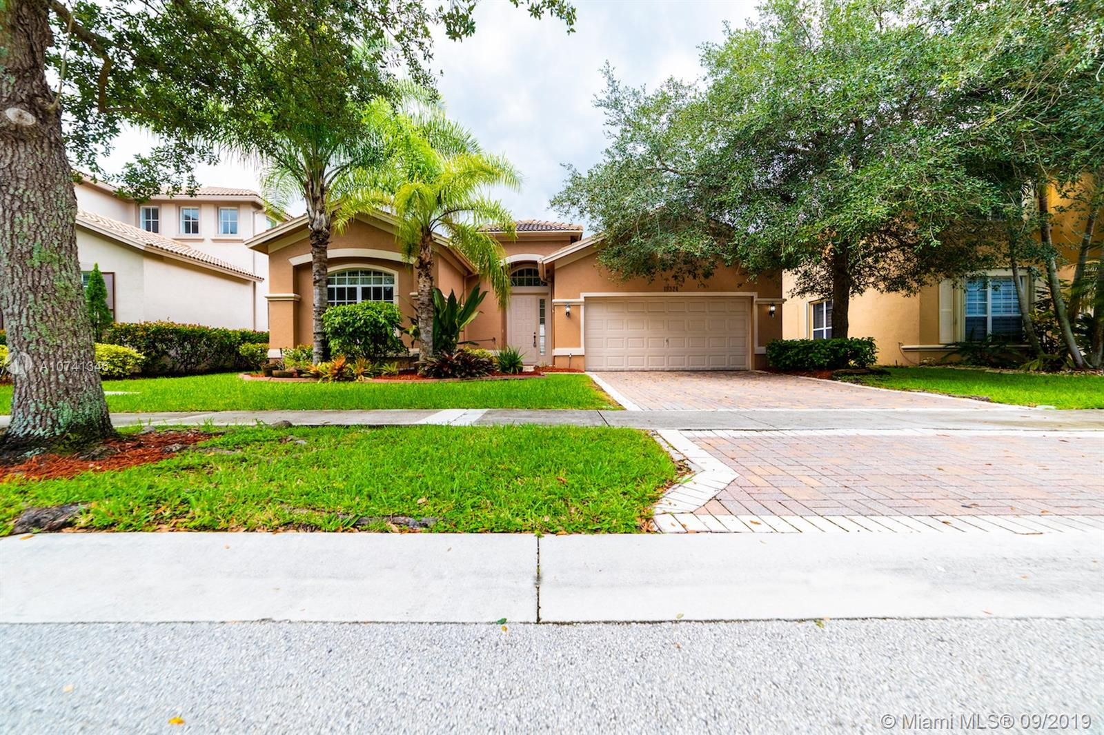 19324  Stonebrook St  For Sale A10741346, FL
