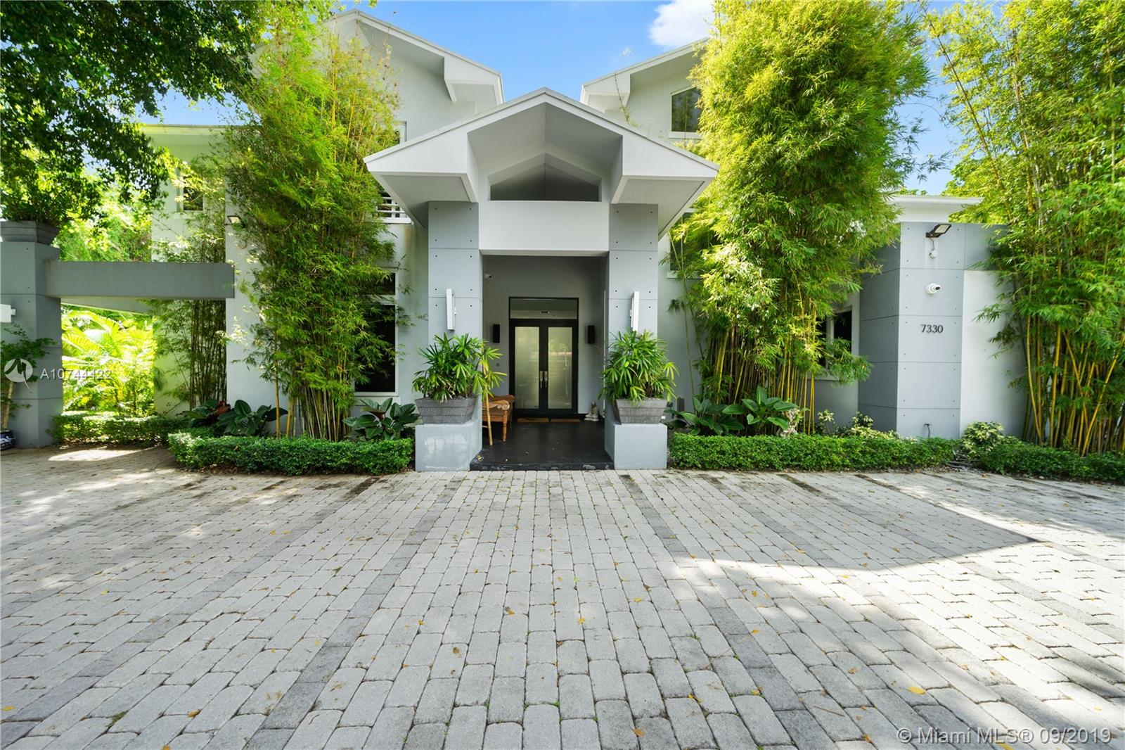 7330 SW 105th Ter  For Sale A10744422, FL